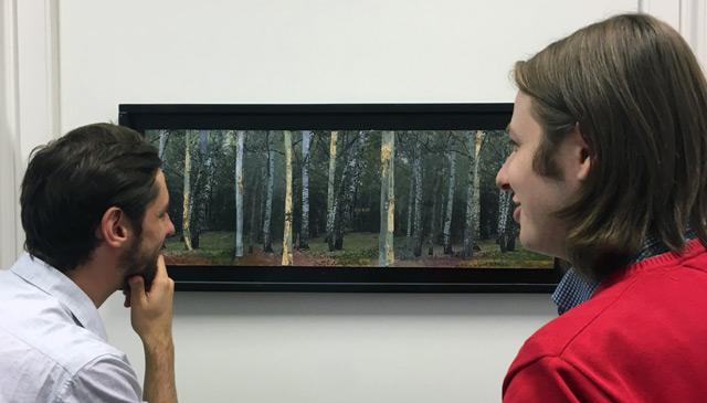 Betrachter von Kunstwerk