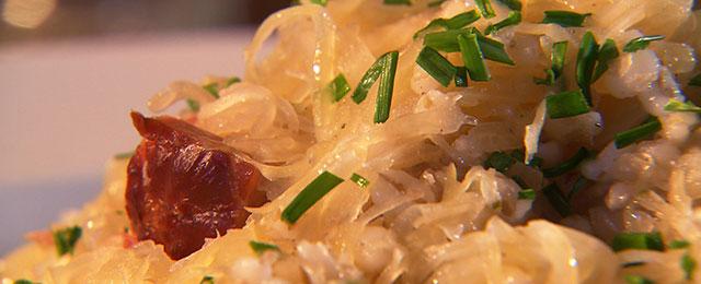 Geselchtes mit Sauerkraut und Rollgerstl