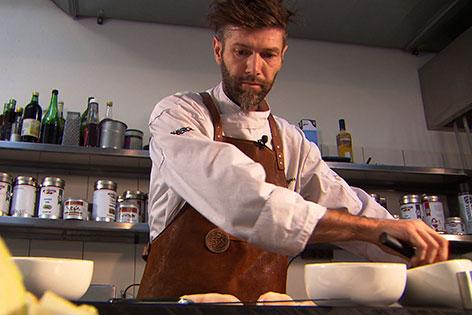 Max Pfeiffenberger in der Küche