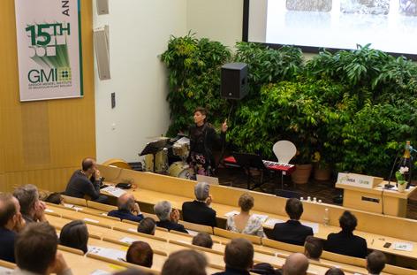 Jill Farrant beim Vortrag am GMI