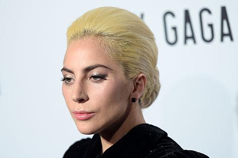 Lady Gaga mit ernster Mine