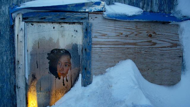 Inuit in Hütte