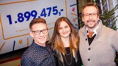 Gabi Hiller, Andi Knoll und Robert Kratky mit dem Endstand des Ö3-Weihnachtswunders 2016