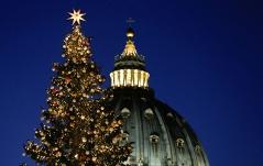 Der Petersdom mit Christbaum