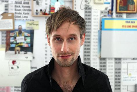 Pixel, Bytes & Film - Artist in Residence  Christoph Schwarz: Lass die Anderen Entscheiden