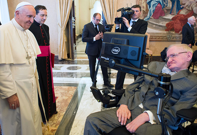 Papst Franziskus trifft im November 2016 im Vatikan auf Stephen Hawking