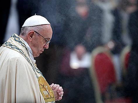 papst franziskus betet angelus gebet - Papst Franziskus Lebenslauf