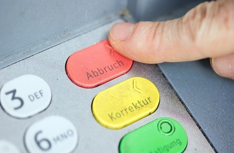 Bankomat: Finger auf Abbruch