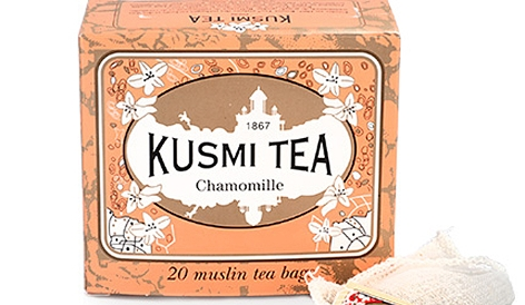eine Packung Kamillentee der französischen Marke Kusmi