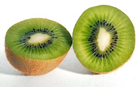 Eine aufgeschnittene Kiwi
