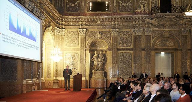 Carlo Rubbia bei einem Vortrag im Festsaal der Österreichischen Akademie der Wissenschaften
