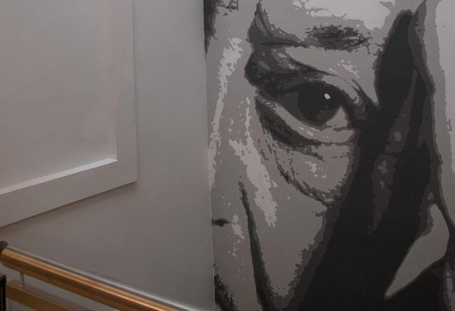 Wiesenthal-Porträt in den neuen Räumlichkeiten des VWI