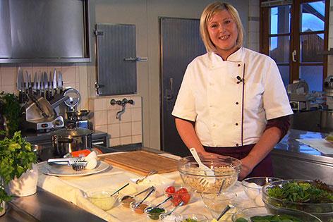 Anja Prommegger in der Küche des Kirchenwirts Rußbach