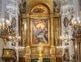 prächtig barocker Altarraum in Weiß und Gold
