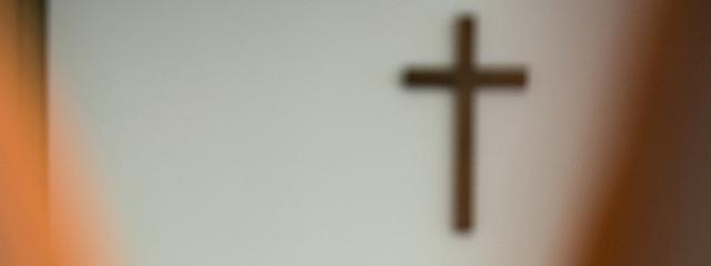 Kreuz und Kopftuch