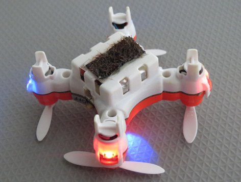 Mini-Drohne zum Bestäuben