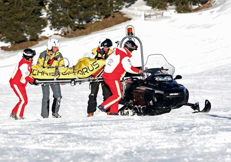 Rettungseinsatz bei einem Skiunfall