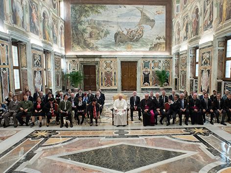 """Papst Franziskus hat am Donnerstag Organisatoren und Sportler der Weltwinterspiele der """"Special Olympics"""" empfangen."""