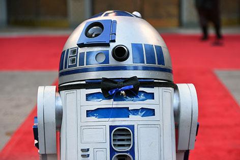 Caption R2- D2 auf dem roten Teppich