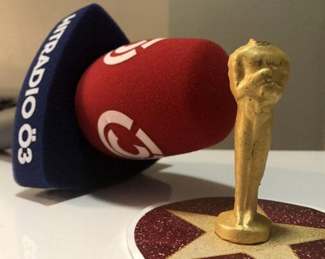 Ö3-Mikrofon und angebissener Schoko-Oscar
