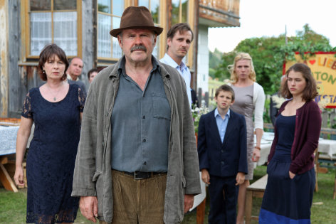 Die Fremde und das Dorf    Originaltitel: Die Fremde und das Dorf (AUT 2013)  Regie: Peter Keglevic