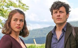 Die Fremde und das Dorf <br />  <br /> Originaltitel: Die Fremde und das Dorf (AUT 2013)<br />  Regie: Peter Keglevic
