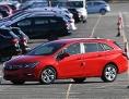 ein rotes Auto der Marke Opel