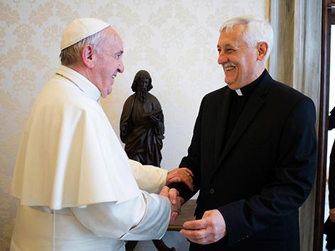Papst Franziskus und der General des Jesuitenordens, Pater Arturo Sosa Abascal.