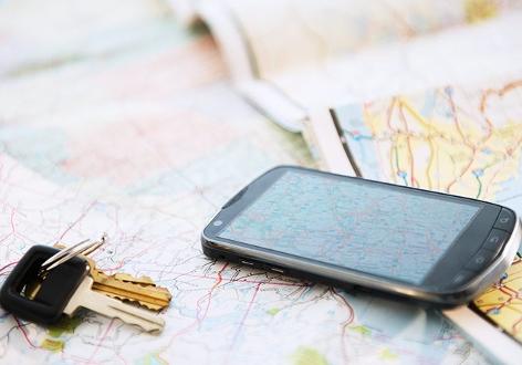 Smartphone auf Landkarte