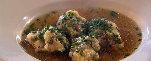 Speckfarfeln in Suppe