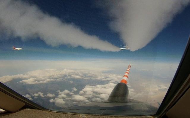 Im Abgasstrahl der DC8 (Blick aus dem Cockpit)