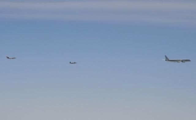 Drei Flugzeuge am Himmel