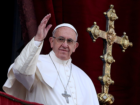 Papst Franziskus winkend