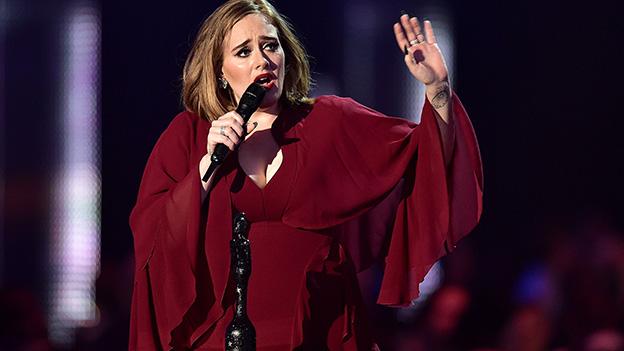 Adele singt
