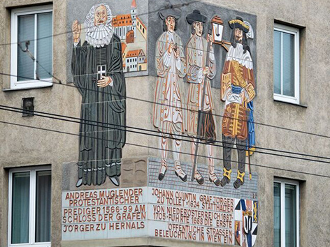 Relief an einer Hauswand im 17.Bezirk