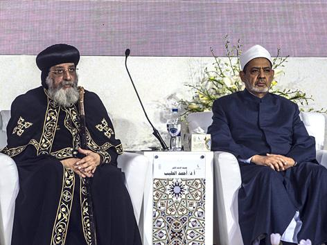 Der koptisch-orthodoxe Patriarch Tawadros II. und der Großimam der Al-Ashar-Universität, Ahmad al-Tajjeb