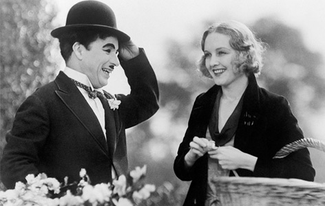 "Filmausschnitt aus ""City Lights"": Charlie Chaplin und Virgina Cherrill"
