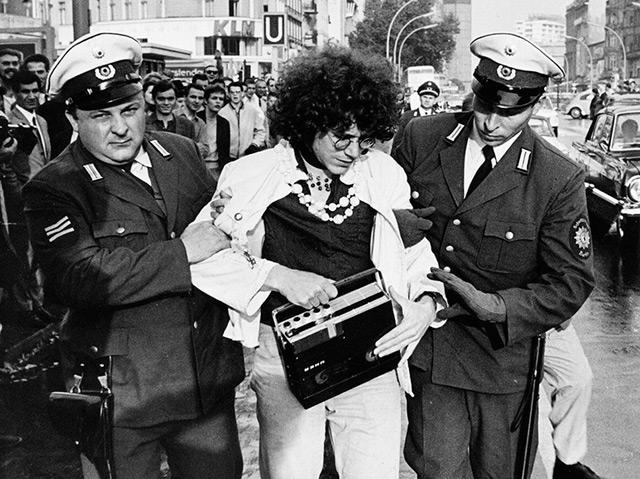 30. September 1967: Langhans nimmt mit einem Tonband seine Verhaftung auf