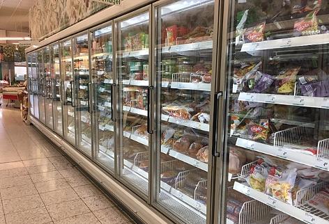 Tiefkühlregal im Supermarkt