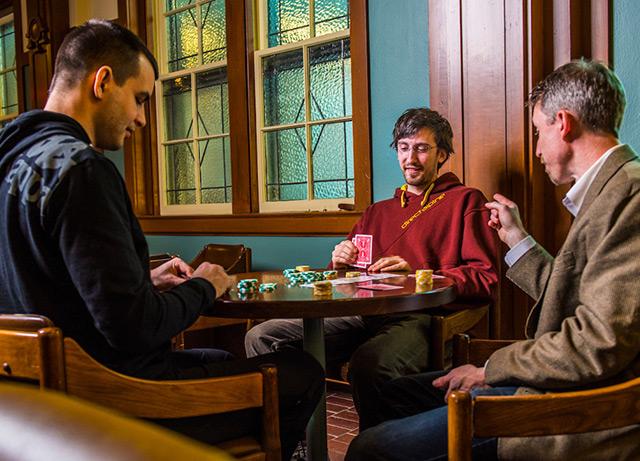 Auch die Forscher pokern: Michael Bowling rechts mit den tschechischen Ko-Autoren Martin Schmid und Matej Moravcik