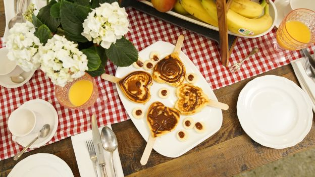 Frühstückstisch: Herz am Stiel