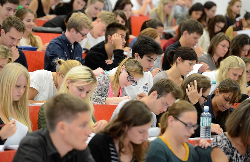 Studierende in einem Hörsaal an der Universität