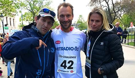 Tom Walek und Lissi Niedereder mit Schlussläufer Bruno Lemberger