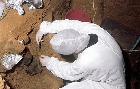 Die Höhle El Sidrón in Spanien: Auch hier haben Forscher DNA-Spuren im Boden gefunden