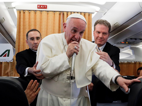 Papst Pressekonferenz Flugzeug