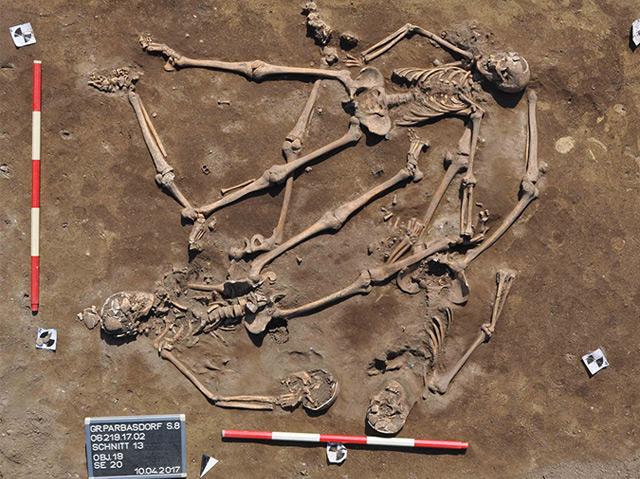 Zwei der entdeckten Skelette