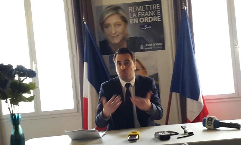 Aymeric Durox im Bürod des Front National