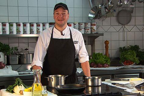 Florian Ebner in der Küche