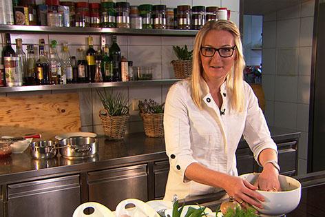 Margareth Frauenschuh in der Küche