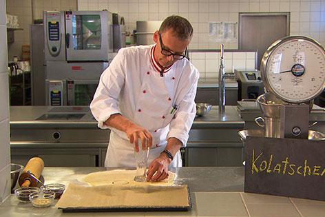Christian Prohaska bei der Arbeit in der Küche